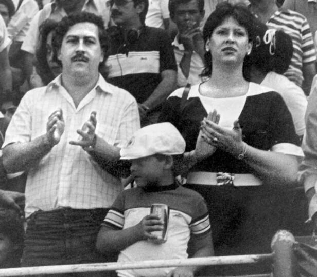 MED FAMILIEN: Her er Pablo Escobar sammen med kona María Victoria og sønnen Juan Pablo. FOTO: NTB scanpix