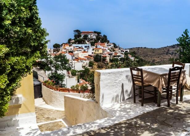 VAKKER GRESK ØY: I likhet med Santorini, har Kea mange flotte hvitkalkede hus og trapper. FOTO: NTB Scanpix