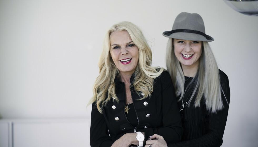 VIND I LUGGEN: Inger Ellen Nicolaisen og datteren Christinah satser stort på hud og hår FOTO:Astrid Waller.