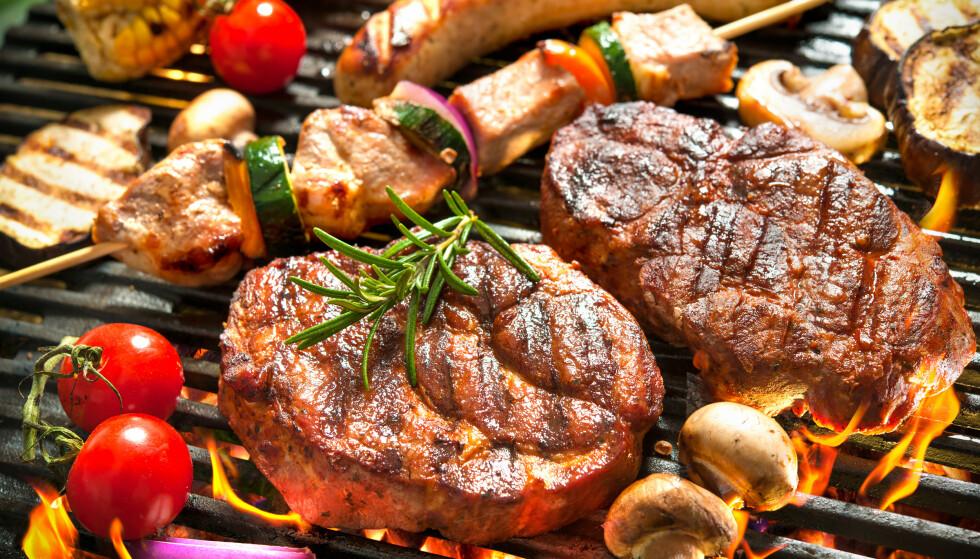 SMAKEN AV GRILL: Ingenting slår kjøtt fra grillen. FOTO: NTB Scanpix