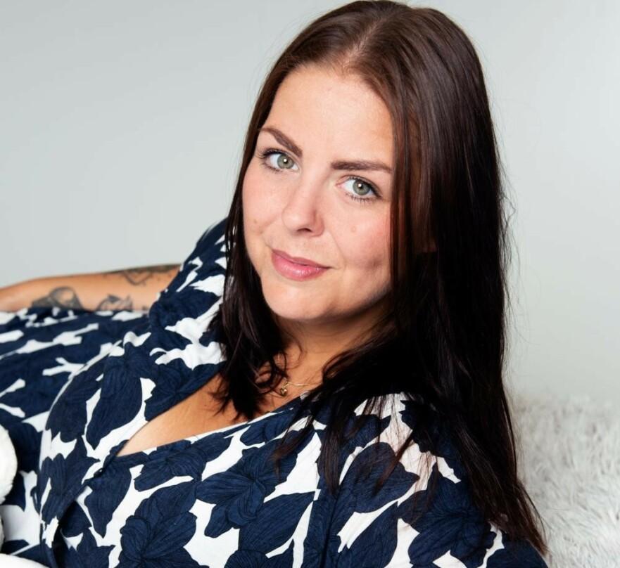 INSPIRATOR: Jessica Nyholms problem startet i tenårene, med søppelmat og trøstespising. I dag inspirerer hun andre på nettet ved å fortelle om sin vektreise og gi tips om bra mat. FOTO: Theresia Köhlin