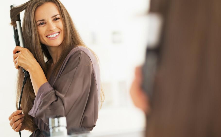 KRØLLE HÅRET: Å krølle håret slik at resultatet sitter hele kvelden, det krever litt øvelse, samt noen gode råd om hvordan. Foto: NTB Scanpix