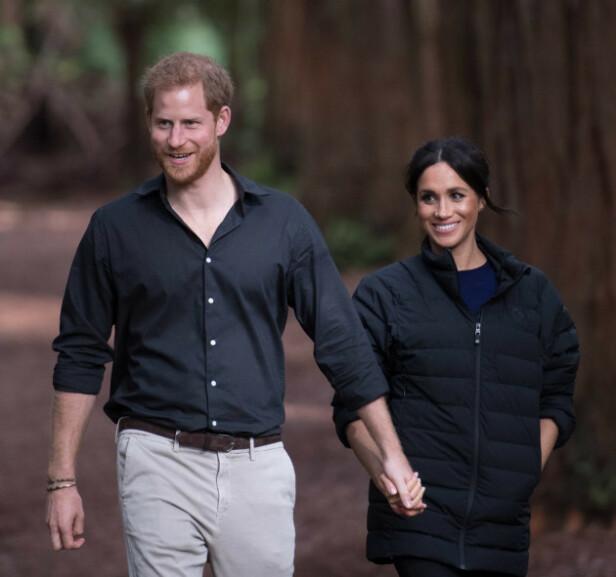 I NORSK DESIGN: Hertuginne Meghan vandret gjennom skogene på New Zealand med prins Harry i jakke fra Norrøna. Foto: Scanpix