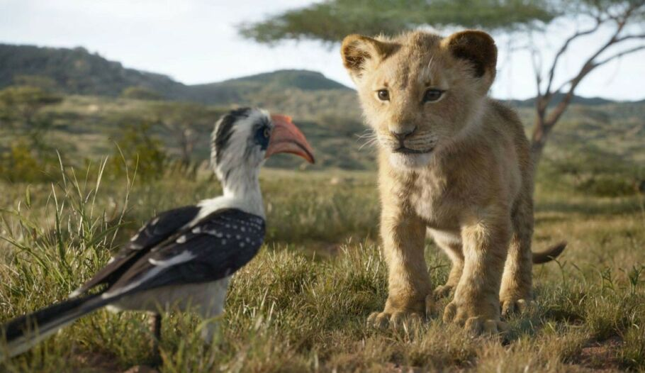 SNART PÅ KINO: En ny trailer til den kommende «Løvenes Konge»-filmen ble sluppet denne uken – og vi gleder oss nesten ihjel! Her er Simba (Daniel Glover) og Zazu (John Oliver) i en scene. Foto: Skjermdump fra YouTube