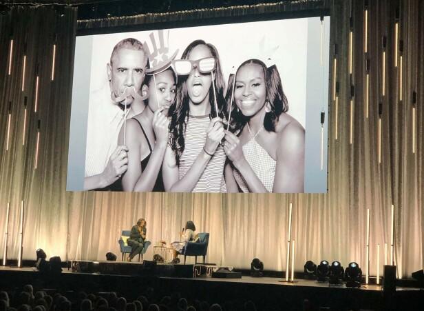 ÅPNET OPP OM MORSROLLEN: Michelle Obama delte mange private detaljer på scenen i Oslo Spektrum - både om ektemannen Barack Obama og døtrene Malia og Sasha. FOTO: Stine-Therese Strand