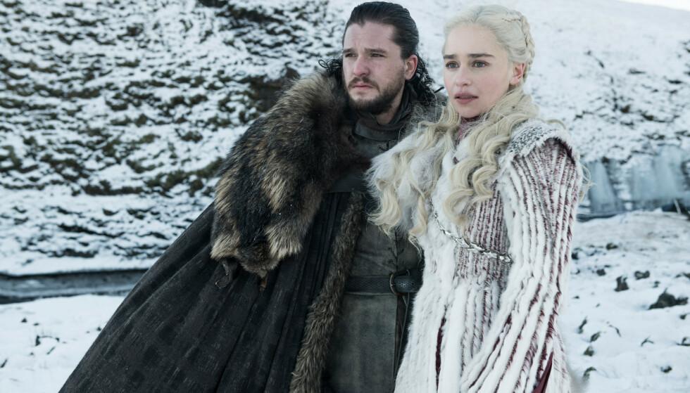 SLUTTEN FOR GOT: Det er knyttet store forventninger til hvordan det hele skal ende for Jon Snow (spilt av Kit Harington) og Daenerys Targaryen (spilt av Emilia Clarke), når åttende og siste sesong ruller over skjermen. Hvem overtar Jerntronen, hvem skal dø og er Daenerys gravid? Svarene på de utallige spørsmålene får vi i løpet av de siste seks episodene av det popkulturelle fenomenet: Game of Thrones. FOTO: HBO
