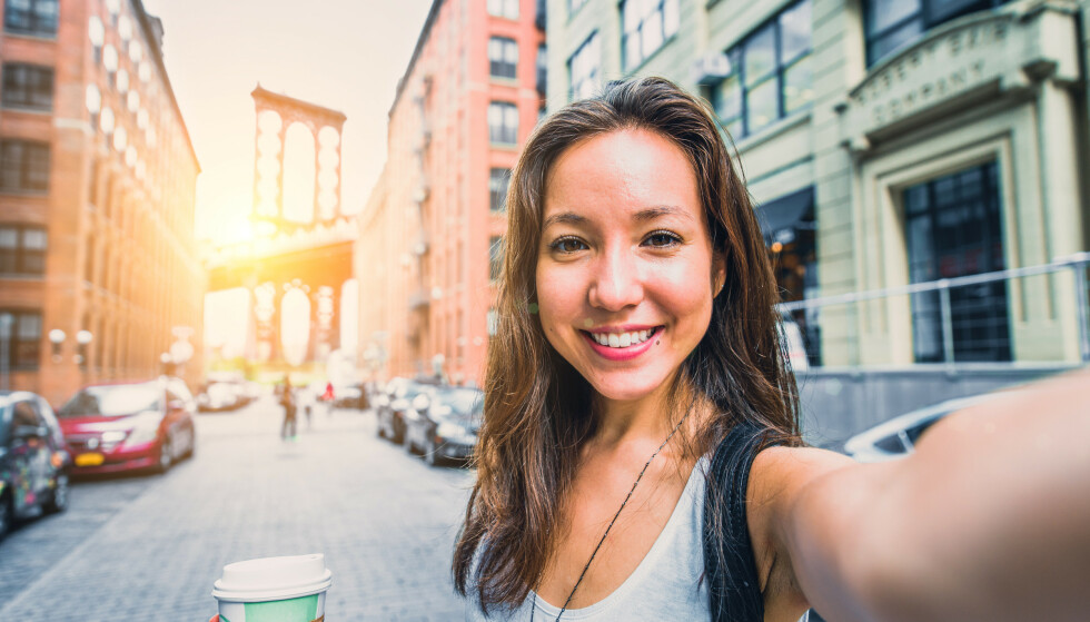 SELFIE: For mange er nok nok selfier med filtre ufarlig, og ofte brukes de kun for morroskyld. Men om alt skal redigeres er det også fare for at det kan ha en skadelig effekt. FOTO: NTB Scanpix