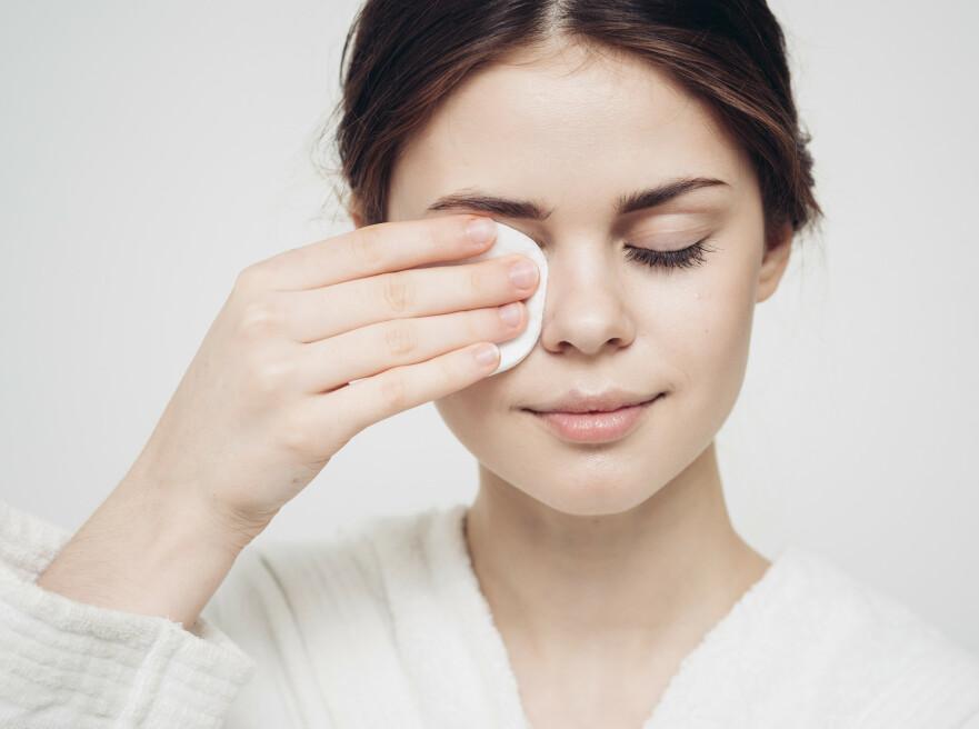 ALLSIDIG: Visste du at vaselin fungerer supert som sminkefjerner? Eller at det kan være et godt hjelpemiddel for å få parfymeduften din til å vare lenger? FOTO: Scanpix