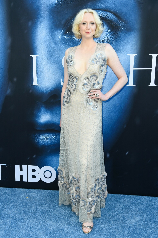 <strong>I MARC JACOBS:</strong> Under sesongpremierefesten av Game of Thrones i 2017 bar  Gwendoline Christie denne kledelige kjolen i blånyanser. FOTO: NTB Scanpix