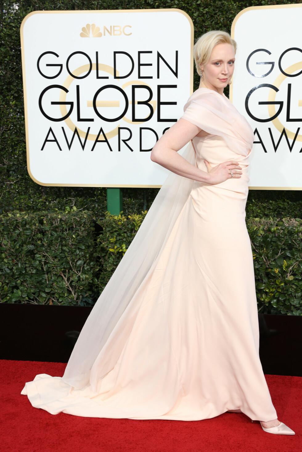 <strong>GUDINNE:</strong> Under Golden Globe i januar 2018 bar Gwendoline Christie en hvit kreasjon laget av Vivienne Westwood. FOTO: NTB Scanpix