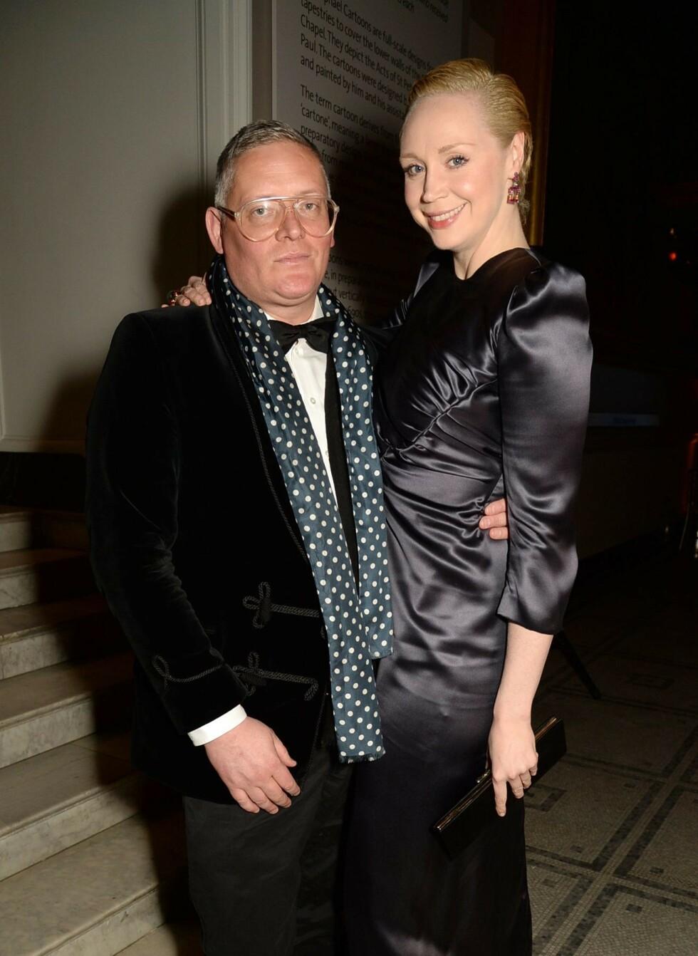 <strong>KJÆRESTER:</strong> Gwendoline Christie har vært sammen med den britiske designeren Giles Deacon siden 2013. Dette bildet er fra 2016. FOTO: NTB Scanpix