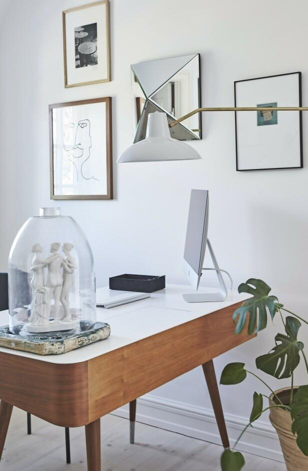 Skrivebord fra Naver Collection, stol fra Gubi og vegglampe fra House Doctor. FOTO: Ditte Capion
