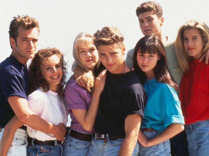 DEN GANG DA: Slik så det ut da «Beverly Hills, 90210» hadde premiere i 1990. Nå gjør skuespillerne comeback sammen! FOTO: FOX