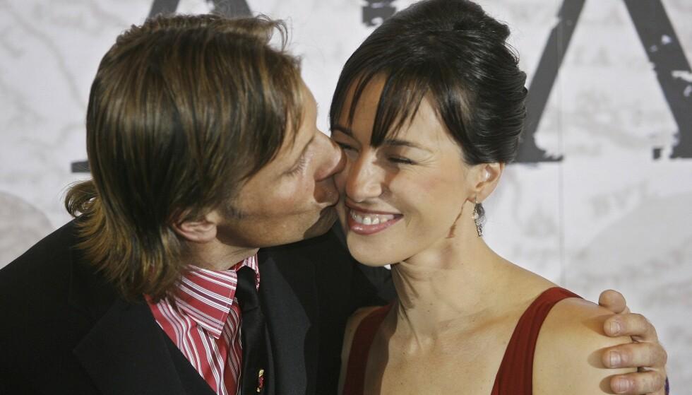 Viggo Mortensen og den spanske skuespilleren Ariadna Gil har vært sammen siden 2009. De møtte hverandre første gang under innspilling av filmen «Captain Alatriste» i 2006. Her på premieren i Madrid samme år. FOTO: NTB Scanpix