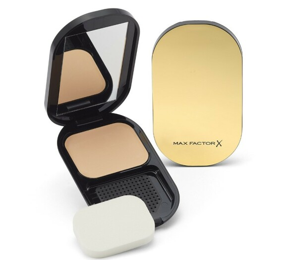 Facefinity Compact Foundation: En kompakt foundation med høy dekkevne som samtidig føles lett på huden. Helt oljefri