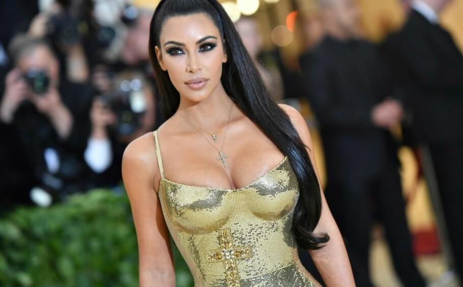 HÅVER INN: Kim Kardashian er utvilsomt en av verdens mest kjente personer, og har da naturligvis en av verdens største Instagram-kontoer med hele 137 millioner følgere - og dèt blir det business av! FOTO: NTB Scanpix