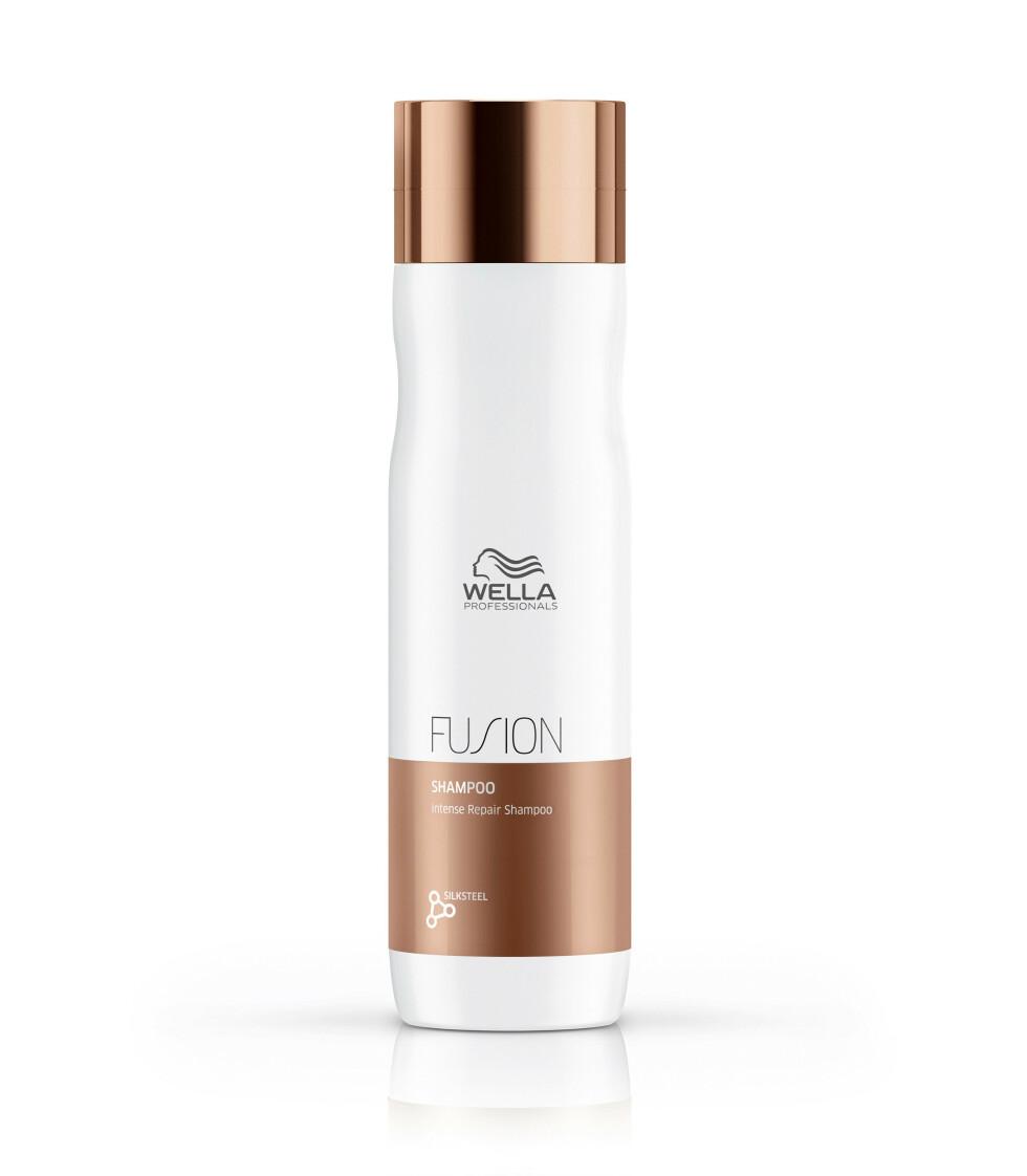 Reparerende og pleiende sjampo med med lipider og aminosyrer som kan brukes i grått hår (kr 255, Wella Fusion Intense Repair Shampoo).