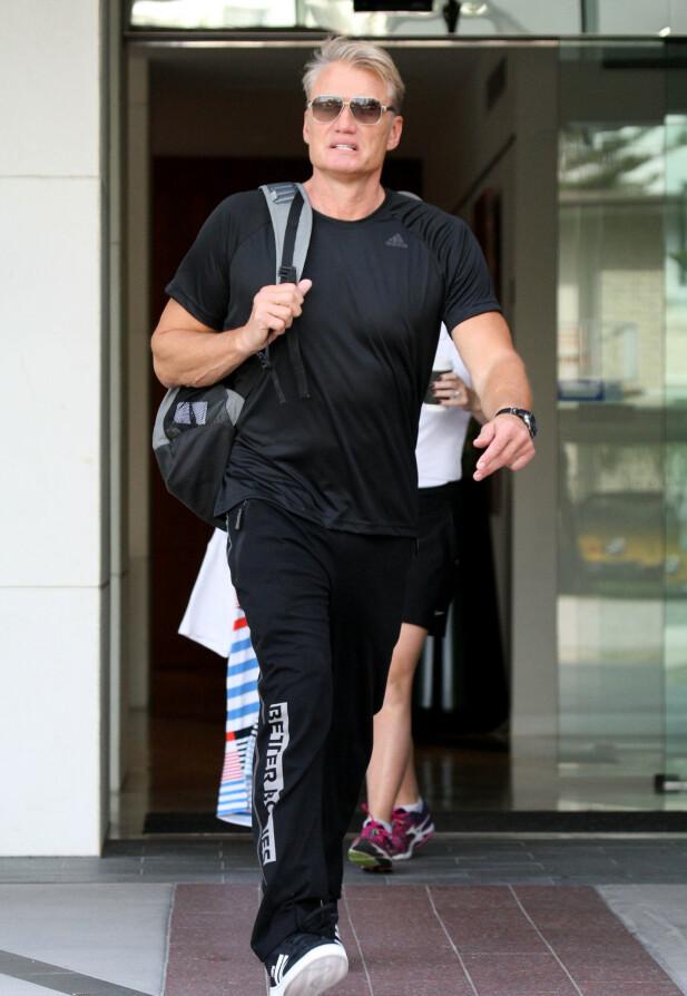 I FARTA: Dolph Lundgren er fortsatt opptatt av å holde seg i form. Her på vei hjem fra treninga i 2018. FOTO: NTBScanpix.