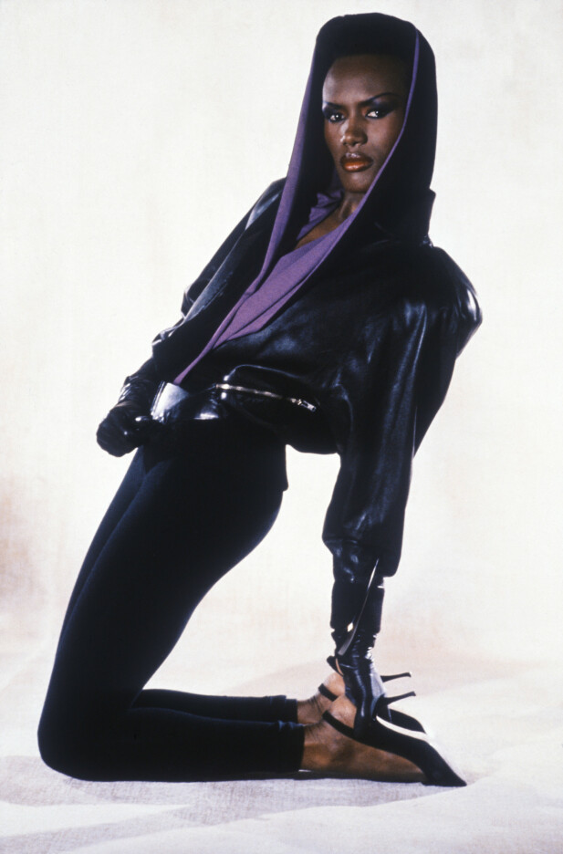 UTILNÆRMELIG: Grace Jones hadde en stil som på mange måter definerte 80-tallet. Og blikket hennes kunne skremme vannet av noen hver. FOTO: NTBScanix.