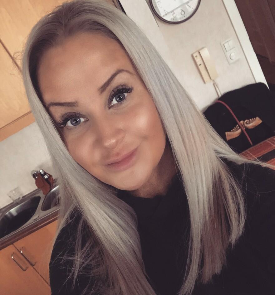 SVINDEL: Kaja (33) ble svindlet av eksen for 922.490 kroner. Nå er hun kritisk til bankene etter å ha blitt gjeldsoffer som følge av bedragene. FOTO: Privat
