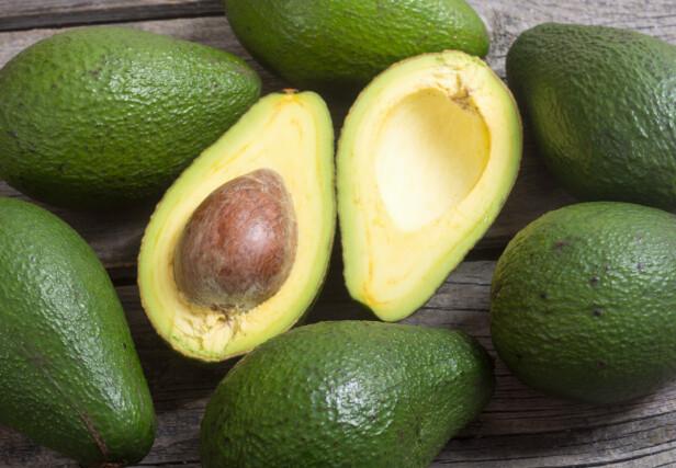 TA VARE PÅ STEINEN: Spis halvdelen uten stein først og pakk den andre inn i plastfolie - med steinen i. Foto: Scanpix