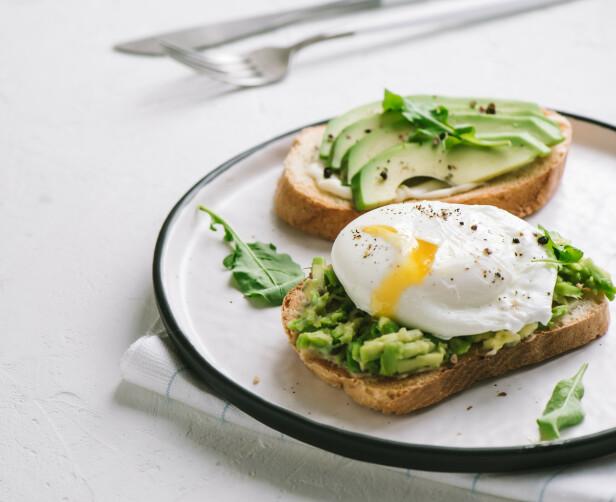 SÅ GODT: En skive med avokado og egg er aldri feil. Foto: Scanpix
