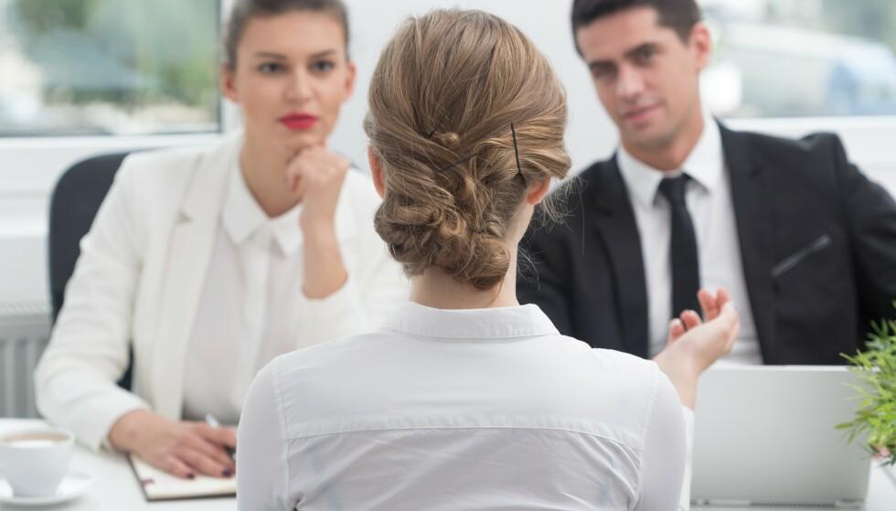 INTERVJU: Kom heller arbeidsgiveren i forkjøp og skriv noe om hva du har gjort i periodene du ikke har jobbet på CV-en. Da trenger ikke hullene i CV-en å bli et stort tema under intervjuet. FOTO: NTB Scanpix