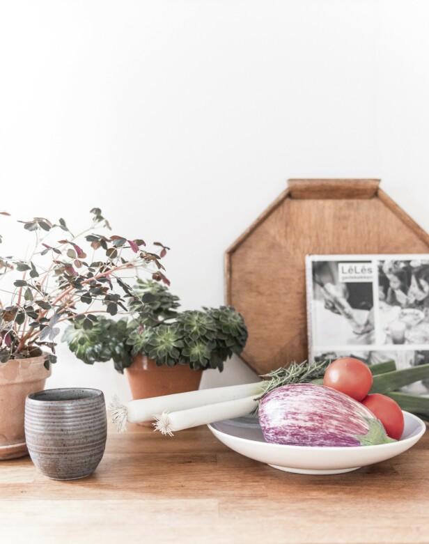 Friske grønnsaker får ligge framme og sette farge på kjøkkenet. Foto: Benjamin Lee Rønning Lassen