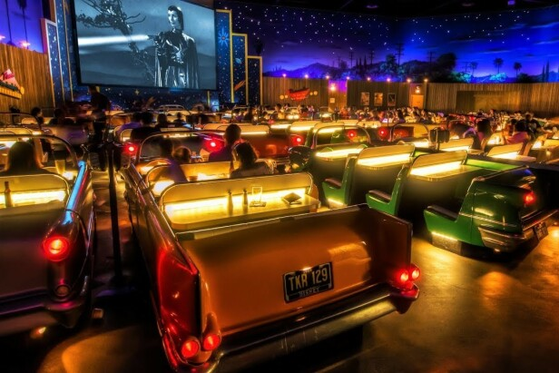SÅ KULT: Hvem vil vel ikke se på film her? Foto: Sci-Fi Dine-In