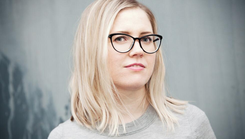 USYNLIG SYKDOM: Karen Havelin debuterer med romanen Les pakningsvedlegget nøye, som i stor grad er basert på egen erfaring med usynlig sykdom. FOTO: Anna-Julia Granberg/Blunderbuss
