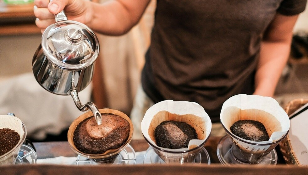 FILTER: Filtrert kaffe er fri for oljer og fettstoffer. FOTO: Shutterstock