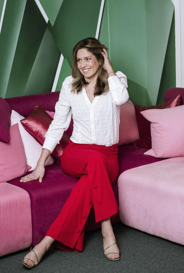 ELISE HAR PÅ SEG: Bluse (kr 800) og bukse (kr 1400, begge fra By Magmalou) og høyhælte sandaler (kr 800, Zara). FOTO: Astrid Waller