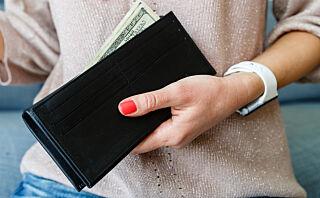 Skylder en venn deg mye penger? Slik håndterer du det