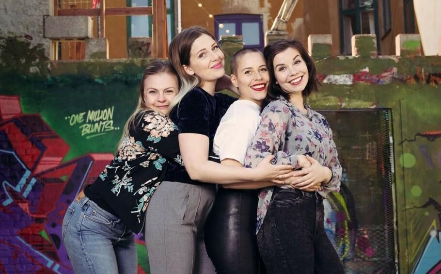 FORETREKKER MAMASHOWER: Da Ingrid (t.v.) skulle bli mamma for første gang, overrasket venninnegjengen henne med en mamashower. (f.v.: Andrea, Sofie og Marianne). FOTO: Lene Vaagland