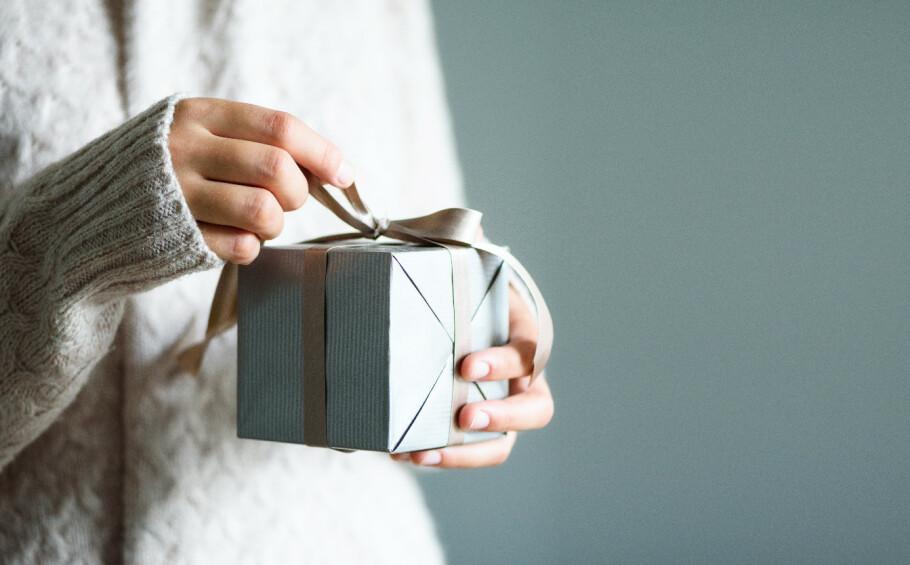 BRUKTE GAVER: Undersøkelser viser at flere mener det er akseptabelt å gi deg bort i gave. Hva synes du? Foto: Scanpix
