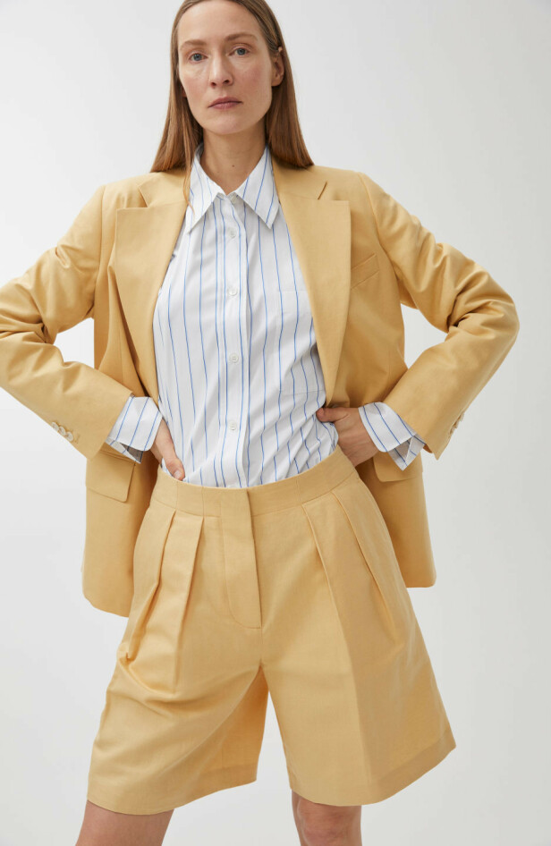 FRA ARKET: Blazer, kr 1500. Shorts, kr 590.