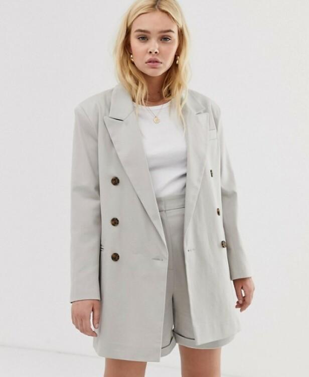 FRA ASOS: Blazer, kr 687. Shorts, kr 350.