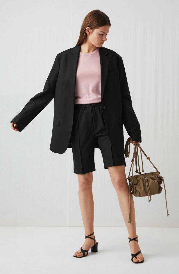 FRA ARKET: Blazer, kr 1750. Shorts, kr 690.