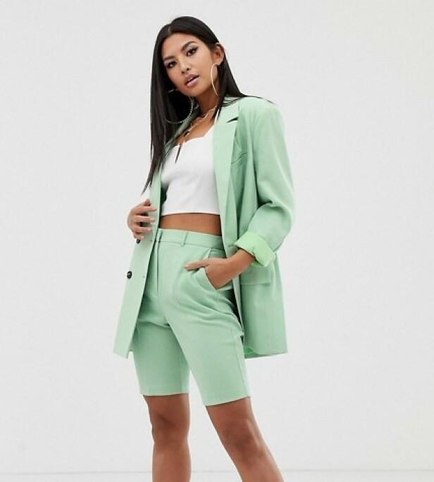 FRA ASOS: Blazer, kr 725. Shorts, kr 312.