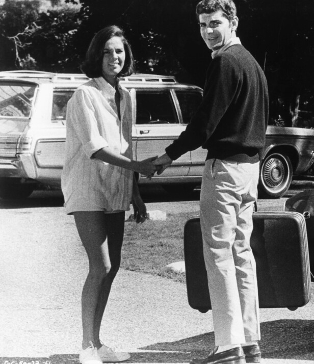 ALI MCGRAW: Richard Benjamin og Ali McGraw filmer inn Goodbye, Columbus i 1969. Foto: Mary Evans Picture