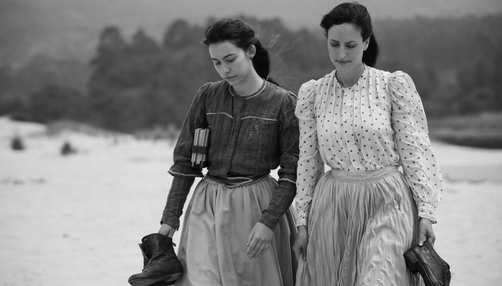 <strong>BASERT PÅ EN SANN HISTORIE:</strong> I 1901 lurte visstnok paret en prest til å vie dem som mann som kvinne. Foto: Netflix