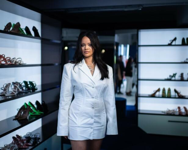 SENDTE GAVEKORT: Rihanna ga kollegaen sin SZA et gavekort på sminke fra hennes eget merke etter hendelsen. Foto: Scanipx