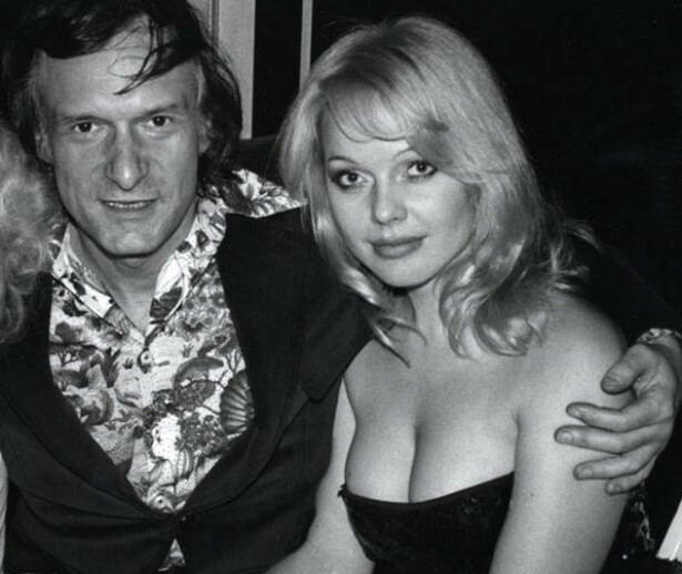 <strong>EKSEN:</strong> Lillian og Hugh Hefner var kjærester en liten periode, og beholdt sitt gode vennskap fram til hans død i 2017. Foto: Playboy.