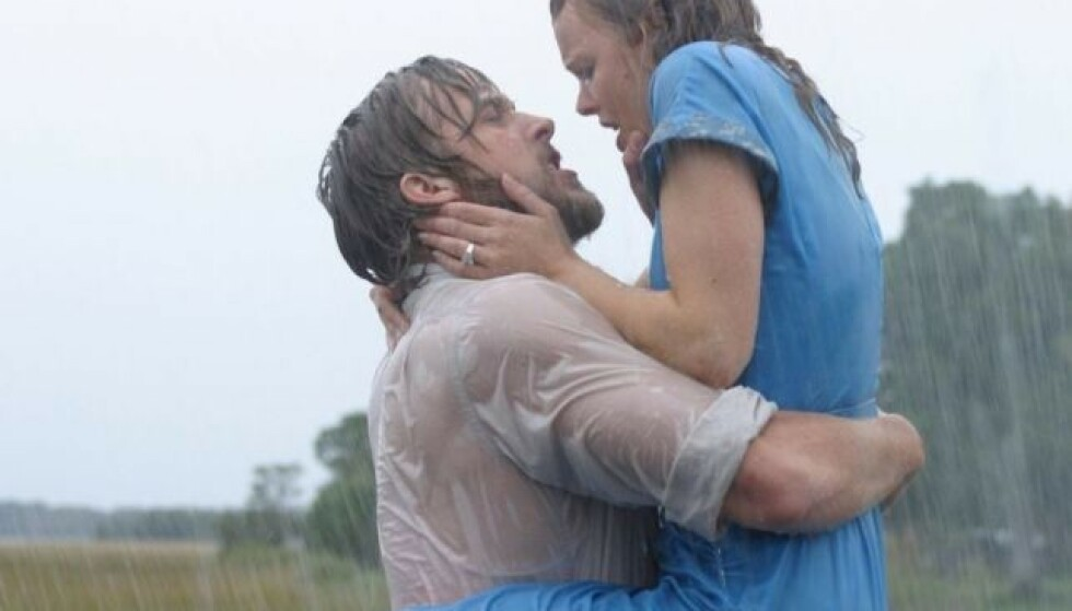 JA, ALT BLIR MER ROMANTISK I REGNET: Noe vi fikk bekreftet i denne scenen av The Notebook. FOTO: Filmweb