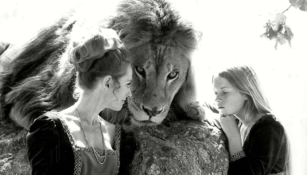 <strong>ENDTE GODT:</strong> Tippi, Neil og Melanie, fra tiden løven bodde hjemme hos dem. FOTO: NTBScanpix