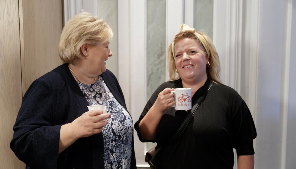 STERKE DAMER: Else Kåss Furuseth sier til KK at statsminister Erna Solbergs nyttårstale ble en vekker for henne. Dette bildet er tatt hjemme hos Else i forbindelse med markeringen av Verdensdagen for forebygging av selvmord. FOTO: NTB Scanpix