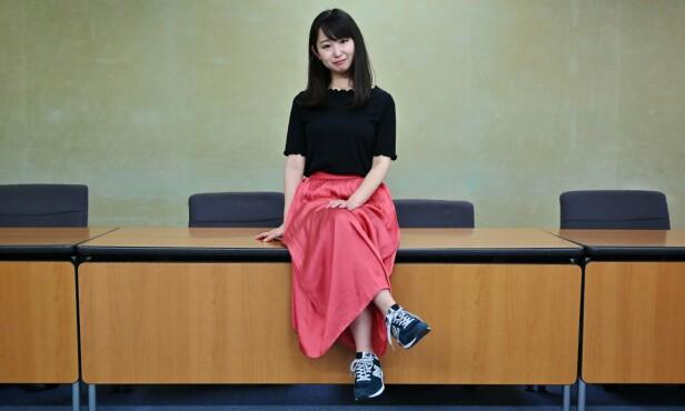 PÅDRIVER: Japanske Yumi Ishikawa (32) startet kampanjen #Kutoo - fordi hun mener kvinner har like mye rett som menn til å bruke flate sko på jobb. Kutoo er både inspirert av #Metoo-kampanjen og de japanske ordene «Kutsu», som betyr sko, og «kutsuu», som betyr smerte. FOTO: NTB Scanpix