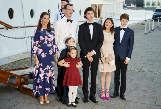 SAMMEN: Grevinne Alexandra med eksmannen prins Joachim og hans nye kone prinsesse Marie, i forbindelse med sønnen prins Nikolais 18-årsdag i august 2017. FOTO: NTB Scanpix