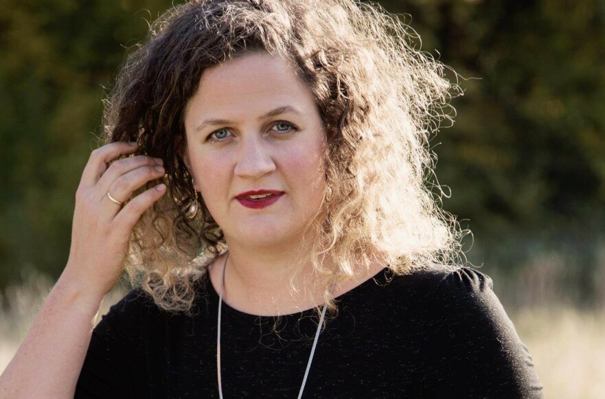 BOK OM SMÅBARNSLIVET: - Målet er å være til hjelp, nytte og trøst til andre i samme situasjon, sier Kristin Storrusten, en av tre forfattere bak ny bok. FOTO: Julie Pike