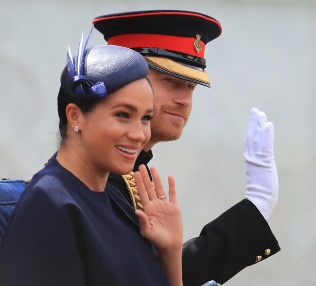 LYKKELIGE: Rundt ett år etter at prins Harry og hertuginne Meghan giftet seg på Windsor slott, kom sønnen Archie Harrison til verden. I begynnelsen av juni viste Meghan frem kjærlighetsgaven hun fikk av Harry i forbindelse med fødselen. FOTO: NTB Scanpix